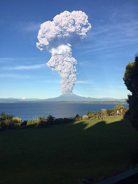 The first eruptive pulse of the Calbuco Volcano (Photo: Diego López, CC BY-SA 4.0)