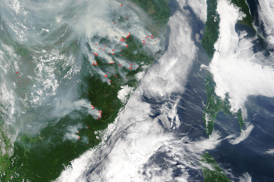 Scores of fires (marked in red) were choking the skies above far eastern Russia (left) and Sakhalin Island (right) on July 24, 2003. (Image: courtesy Jacques Descloitres, MODIS Rapid Response Team at NASA Goddard Spaceflight Center)
